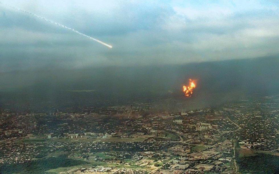هجوم روسي على معمل نفطي بغروزني 1996م.jpg