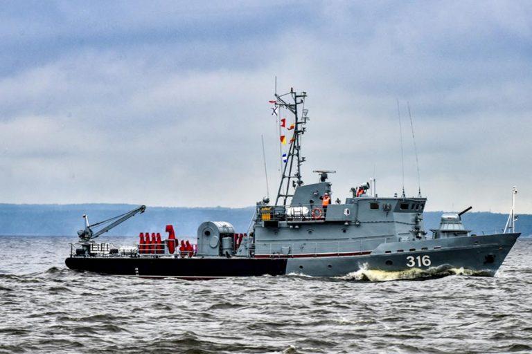 07-NavyDay-8888-768x512.jpg