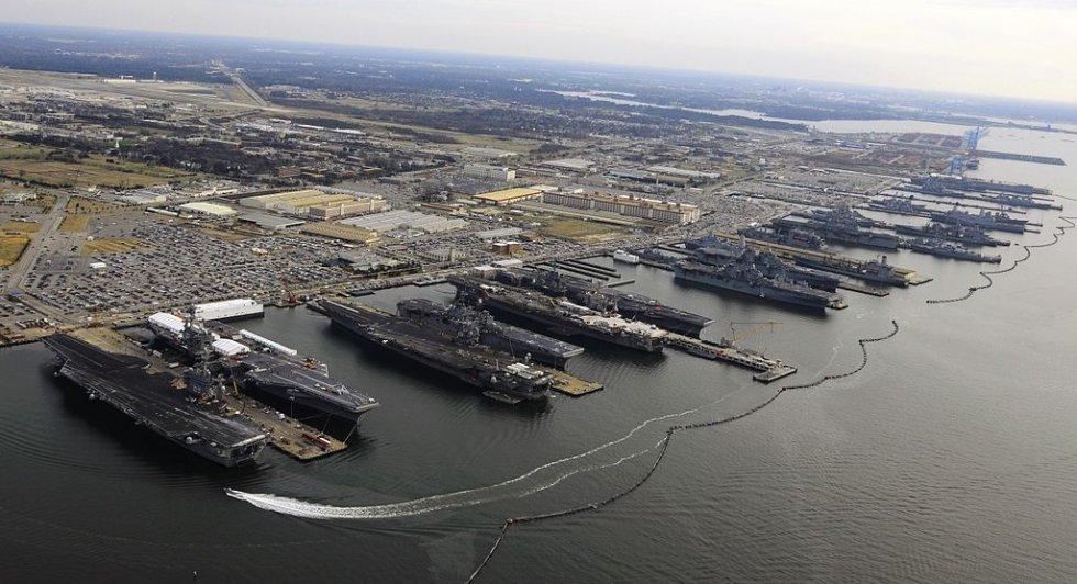 1024px-9_Flattops_at_Norfolk_naval_base,_December_20,_2012.jpg