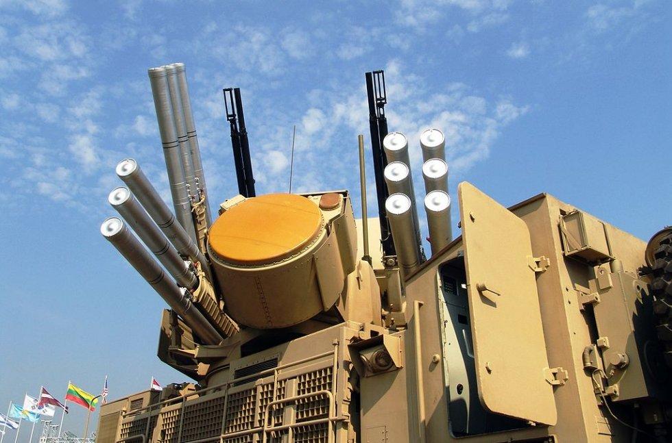 1024px-Pantsir-S1_Weapon_System_with_radar_antenna.jpg