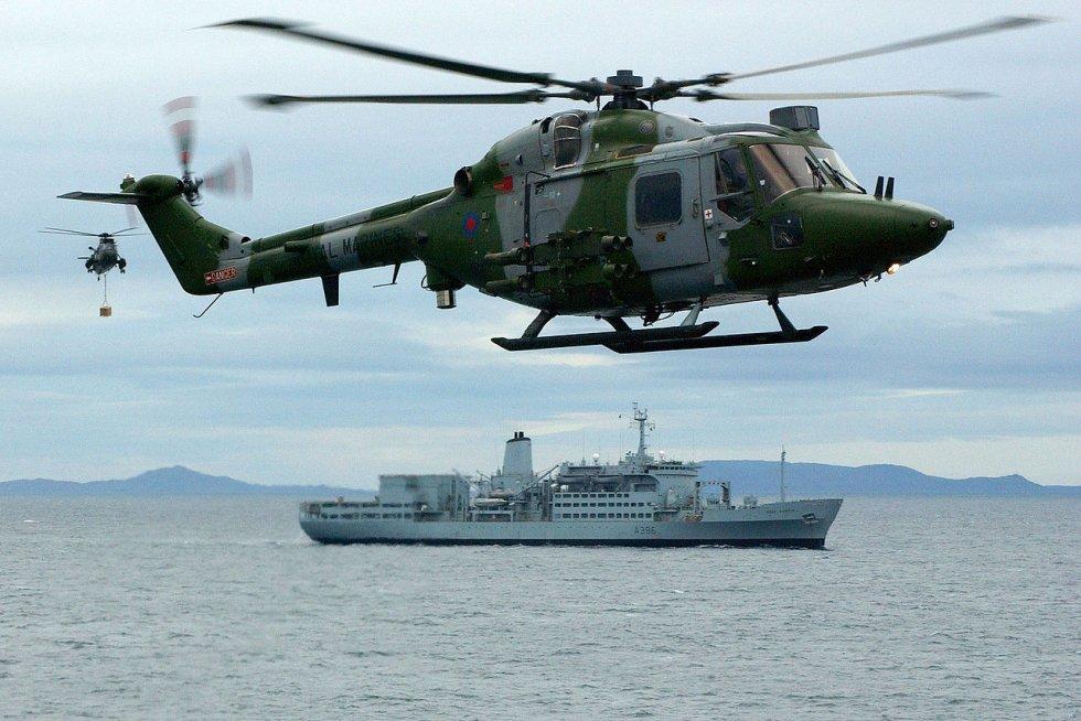 1280px-HMS_Ocean_conducting_a_VERTREP_with_RFA_Fort_Austin._MOD_45145962.jpg