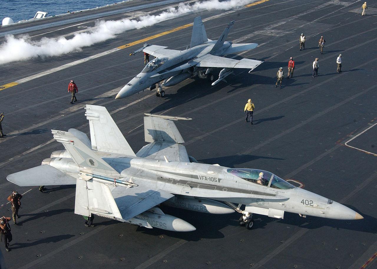 1280px-Hornet.f18.750pix.jpg