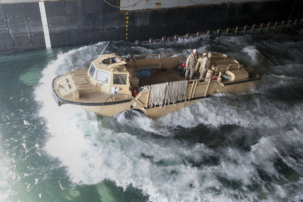 1280px-US_Navy_120127-N-KS651-215_A_lighter_amphibious_re-supply_cargo_departs_the_welldeck_of...jpg