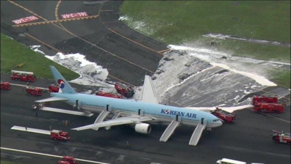 1359641_japan-plane-fire.jpg
