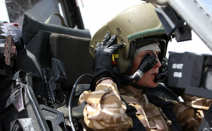 2-Female-Apache-Pilot_MOD_45151297-696x429.jpg