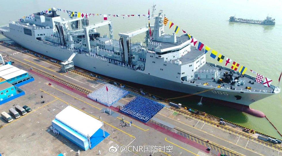 2017-09-02-Type-901-1er-ravitailleur-de-porte-avions-chinois-admis-07.jpg