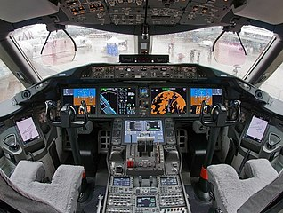 318px-Boeing_787-8_N787BA_cockpit_(cropped).jpg