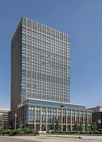 330px-Marunouchi_Nijūbashi_Building.jpg