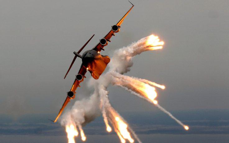 42609-flares-aircraft-boeing_c-17_globemaster_iii-736x459.jpg