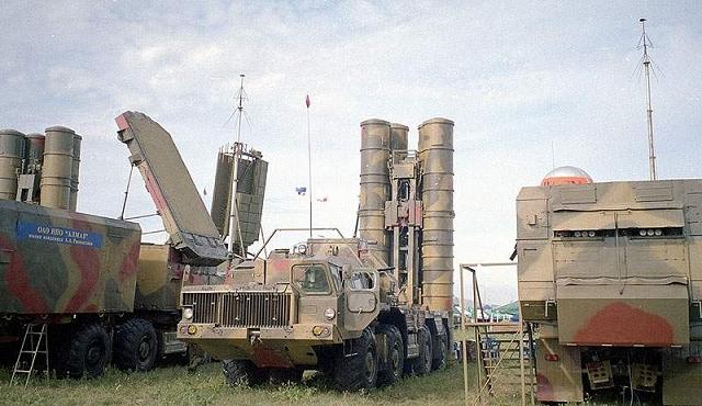 5P85SE_autonomous_launcher_vehicle_air_defense_missile_system_S-300_PMU1_Russia_Russian_army_640.jpg