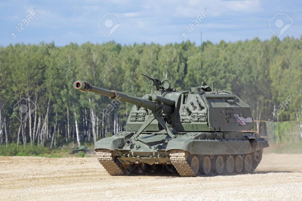 68399584-military-ground-alabino-moscow-oblast-russia-sep-10-2016-the-2s19-msta-s-is-a-russian...jpg