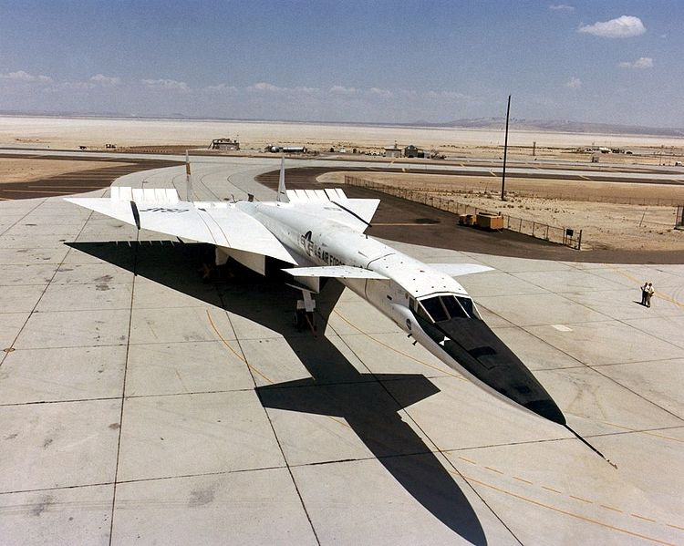 750px-North_American_XB-70_on_ramp_ECN-1814.jpg