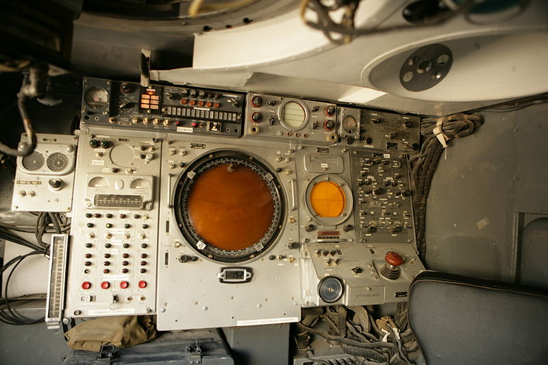 800px-1S91_missile_guidance_system_control_station.jpg