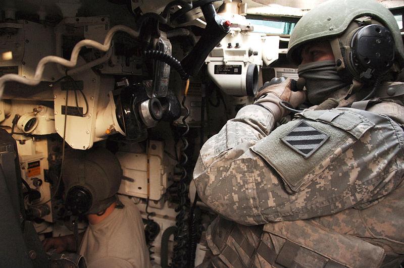 800px-3rd_ID_M1A1_Abrams_TC_and_Gunner_2008.jpg