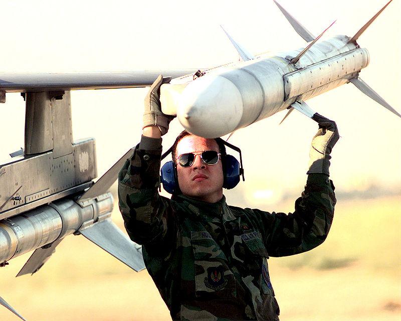 800px-AIM-120_AMRAAM.jpg