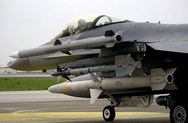 800px-AIM-9_AIM-120_and_AGM-88_on_F-16C.jpg