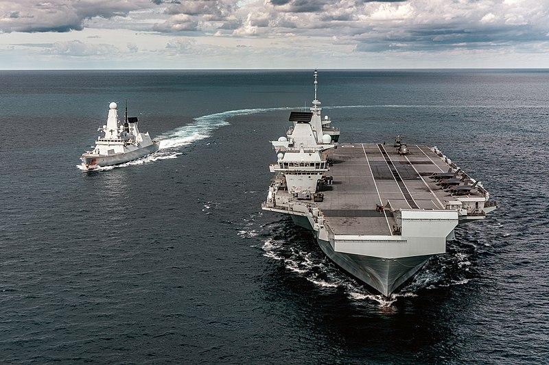 800px-British_F-35_Jets_land_on_board_HMS_Queen_Elizabeth_Carrier_MOD_45165431.jpg