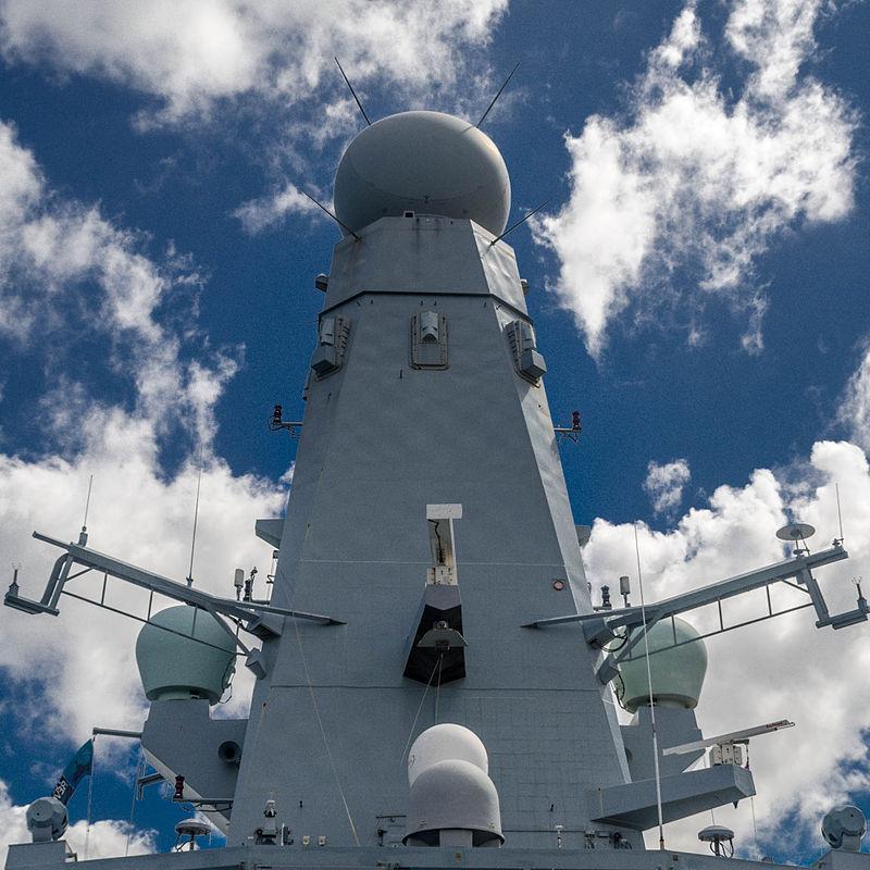 800px-HMS_Daring_SAMPSON_is_a_multi-function_AESA_radar.jpg