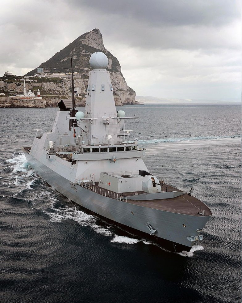 800px-HMS_Dragon_Near_Gibraltar_MOD_45155272.jpg