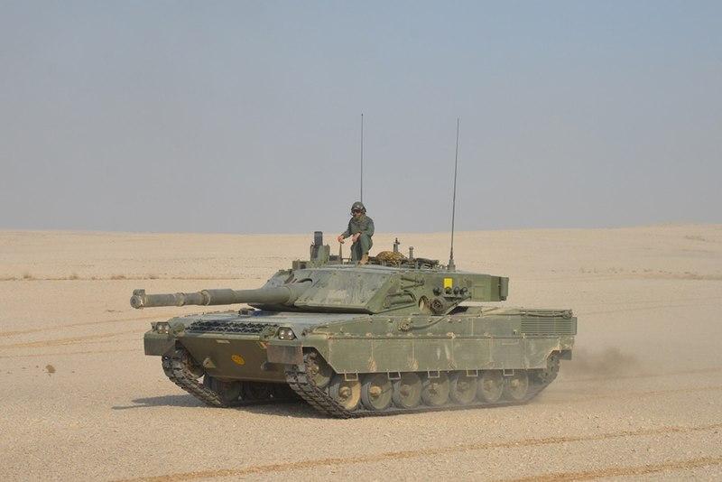 800px-Italian_Army_-_4th_Tank_Regiment_-_Ariete_tank_in_Qatar.jpg