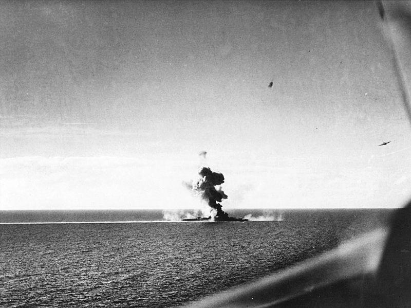 800px-Japanese_cruiser_under_attack_26_October_1944.jpg