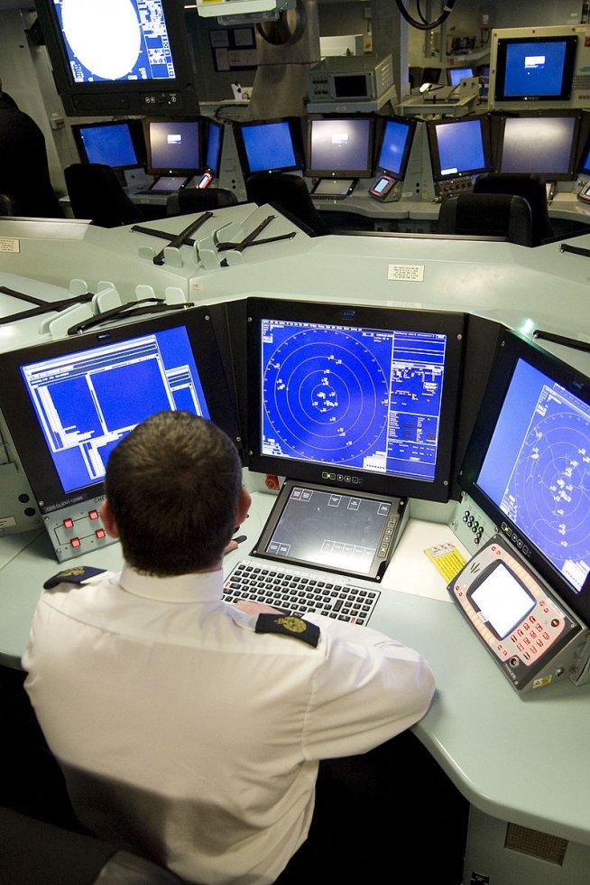 800px-Operations_Room_HMS_Daring_MOD_45149880.jpg