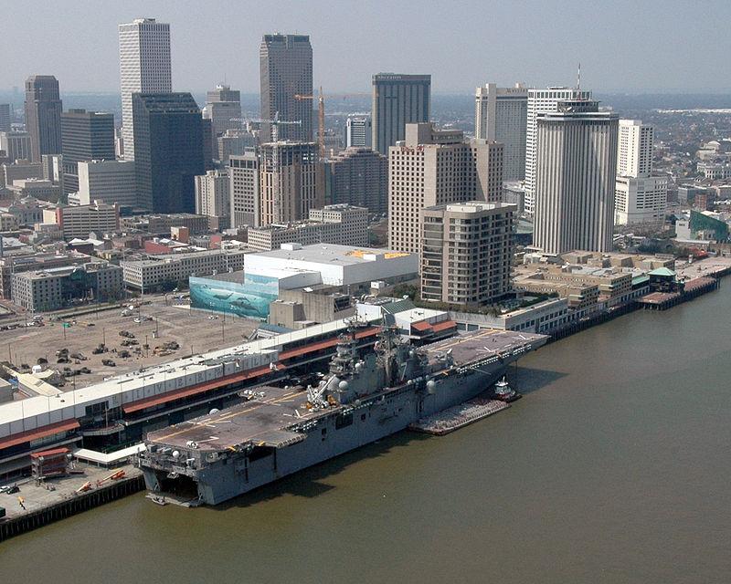 800px-Public_Domain_USS_IWO_JIMA_in_New_Orleans_Robert_Jay_Stratchko,_2005_(DOD_050910-N-8933S...jpg
