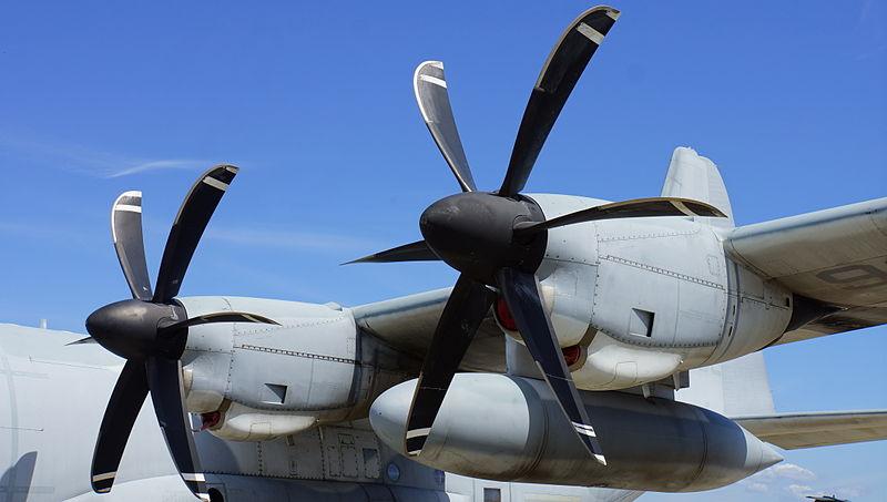 800px-usmc_kc-130jqd-7982_rolls-royce_ae2100d3_in_iwakuni_air_base_20140914.jpg