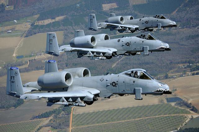 A-10-Thunderbolt-II-70ème-anniversaire-USAF-Couverture_USAF.jpg