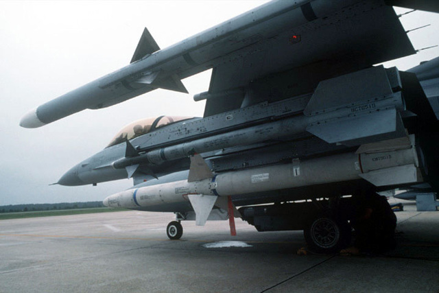 a-low-level-view-left-to-right-of-an-aim-120-amraam-missile-aim-9-sidewinder-04ec82-640.jpg