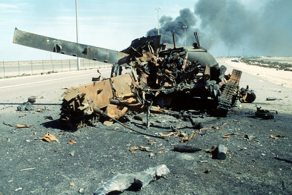 A_destroyed_iraqi_main_battle_tank_on_the_Highway_of_Death.jpg