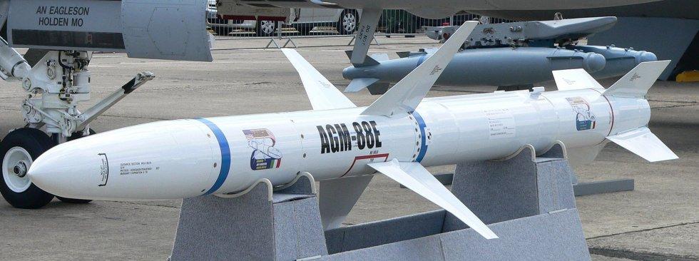 AGM-88E_HARM_p1230047.jpg