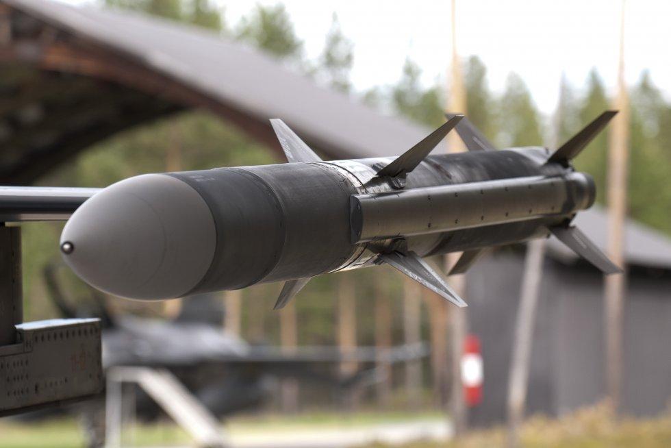 aim-120-amraam-medium-range-air-to-air-missile-3.jpg