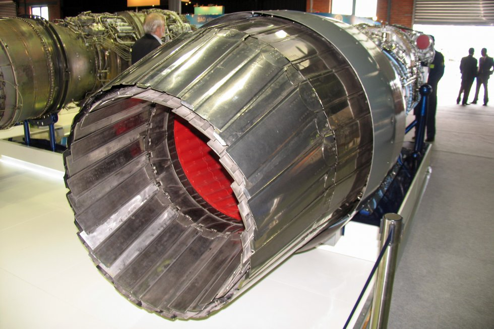 AL-31F_M2_engine_with_thrust_vector_control_at_Engineering_Technologies_2012_02.jpg