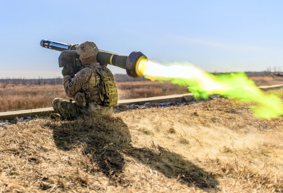 Army_1st_Lt._Ryan_Rogers_fires_Javelin_Fort_Campbell_Jan._30_2019.JPG