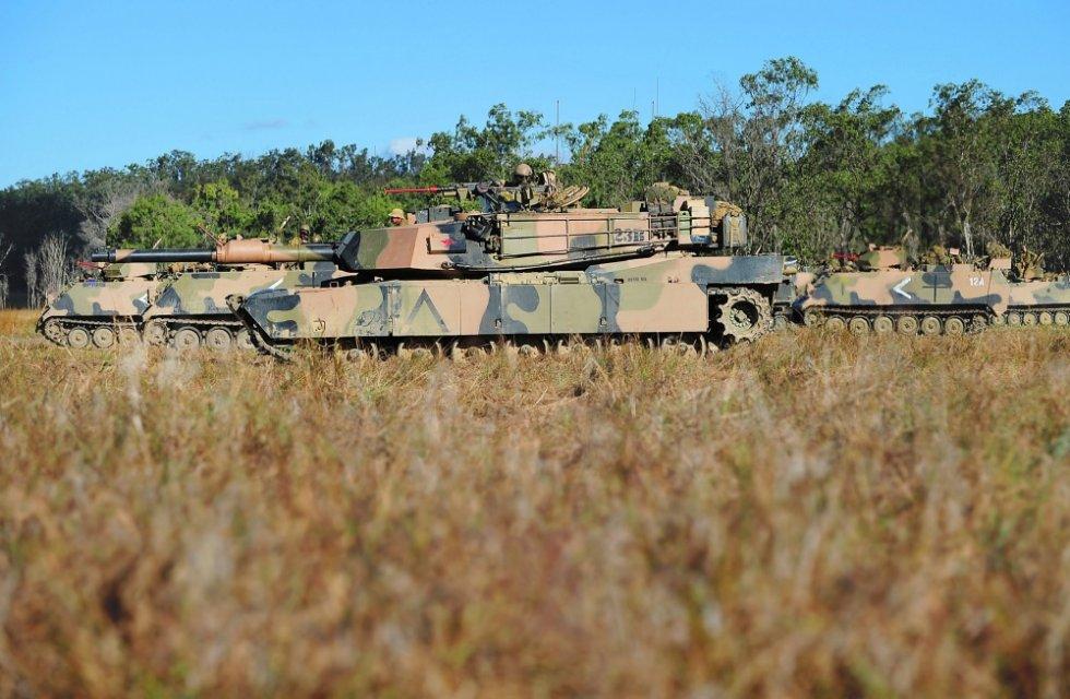 australian-army-m1a1-main-battle-tank-2.jpg