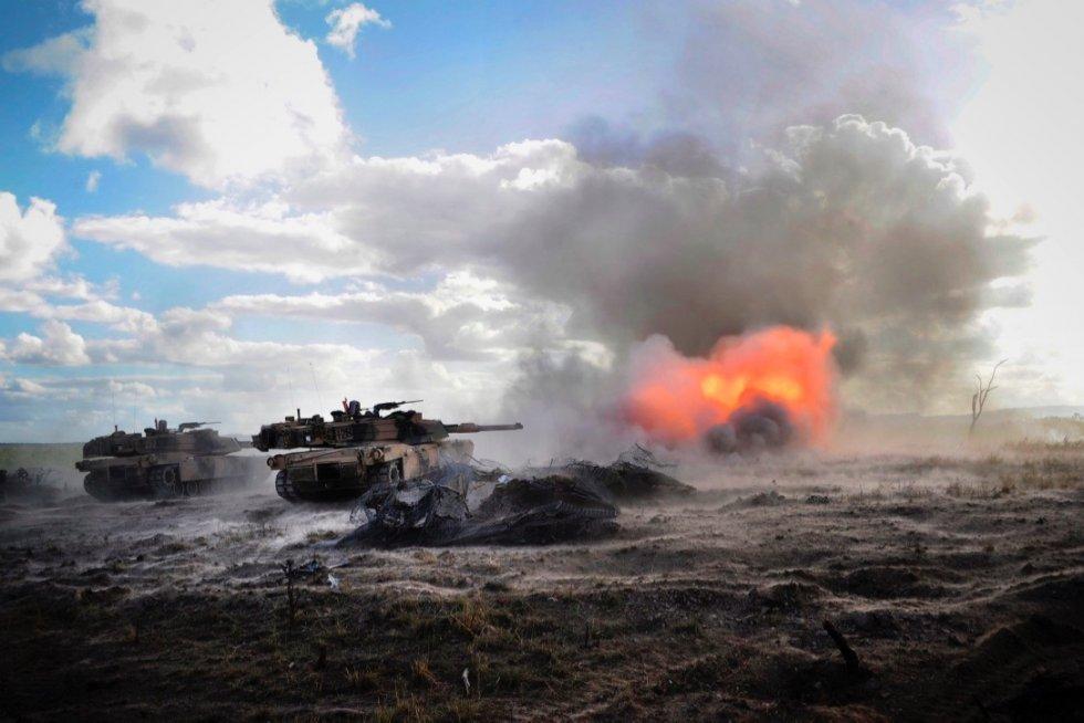 australian-army-m1a1-main-battle-tank.jpg