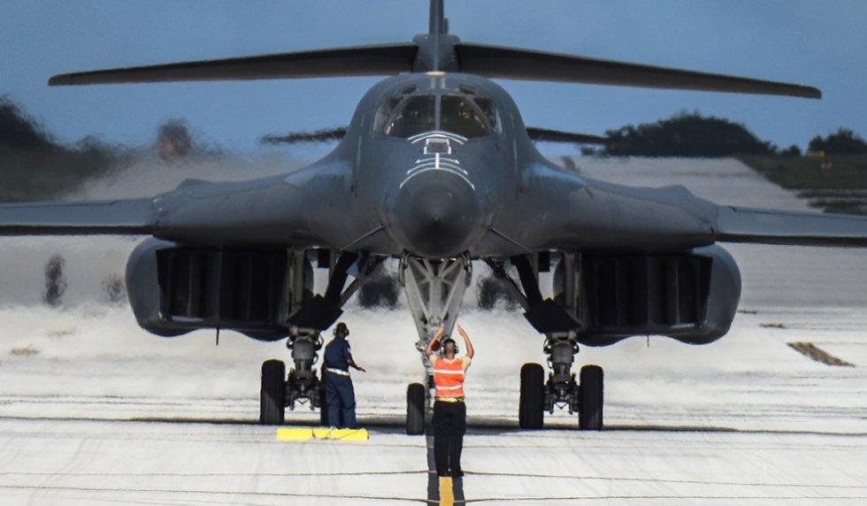 b1-lancer-bomber-photos-00-1.jpg