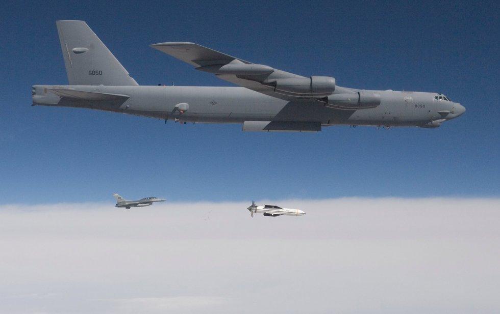 b52-releases-MOP-bomb-cc-img.jpg