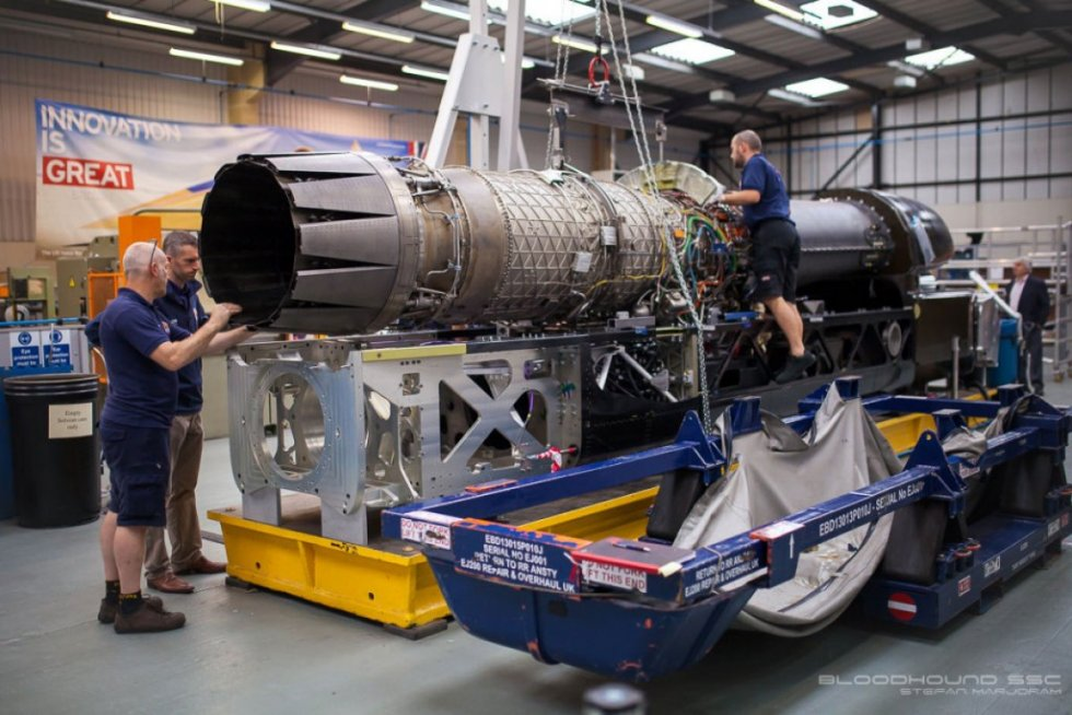 bloodhound-fits-ej200-jet-engine-1024x683.jpg