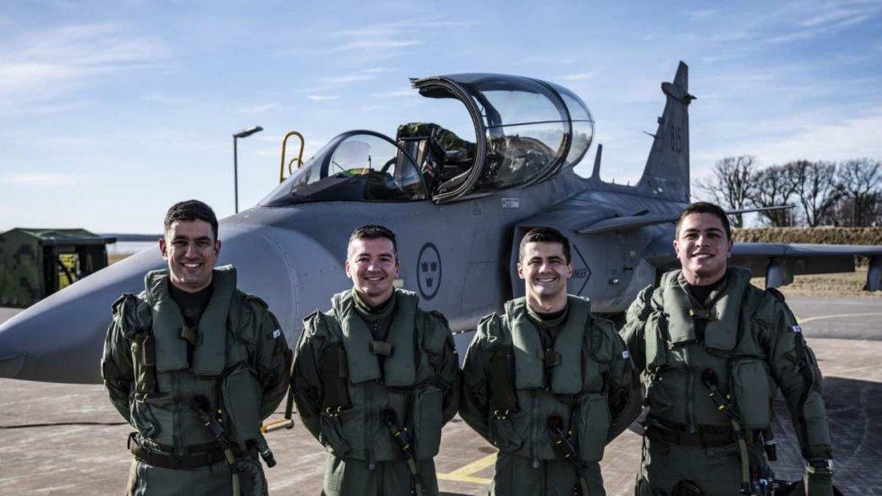 brazilian-air-force-gripen-pilots-begin-conversion-training-in-sweden.jpg