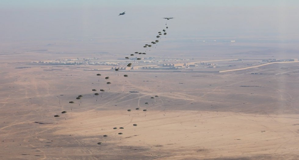 british-and-jordan-paratroopers-spearhead-lead-assault-force-into-jordan-joint-theatre-entry-...jpeg
