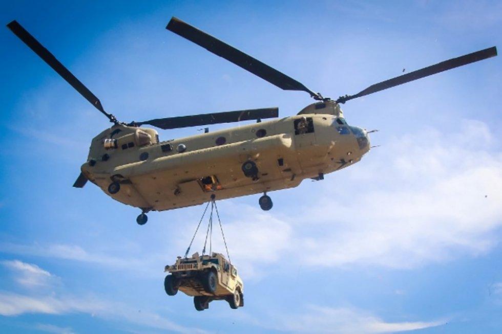 CH-47-lifts-Humvee.jpg