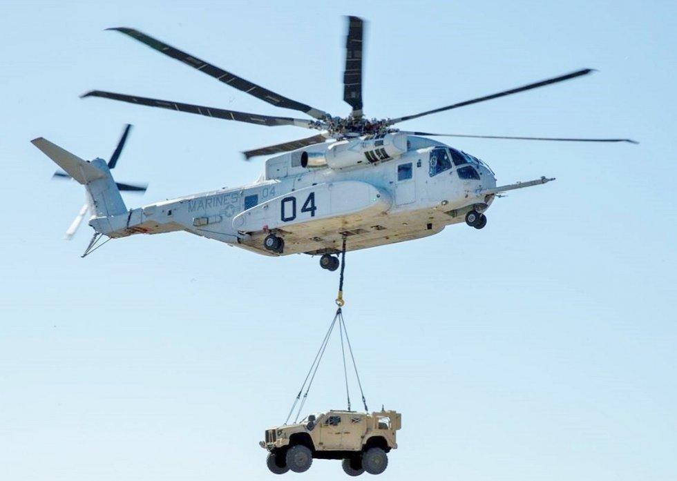 CH-53K_King_Stallion_lifts_a_Joint_Light_Tactical_Vehicle.jpg
