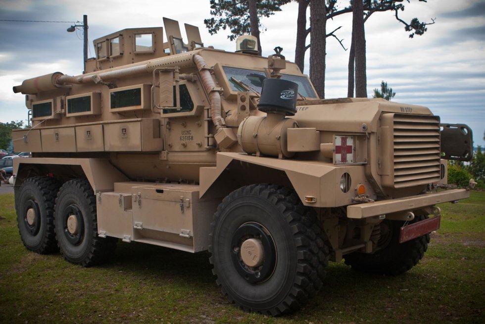 cougar-6x6-mrap-01.jpg