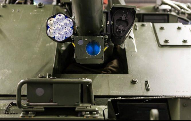 CV90-Waffenanlage-mit-MG-Zieloptik-und-LAserbeleuchter_BAE-Systems-666x420.jpg