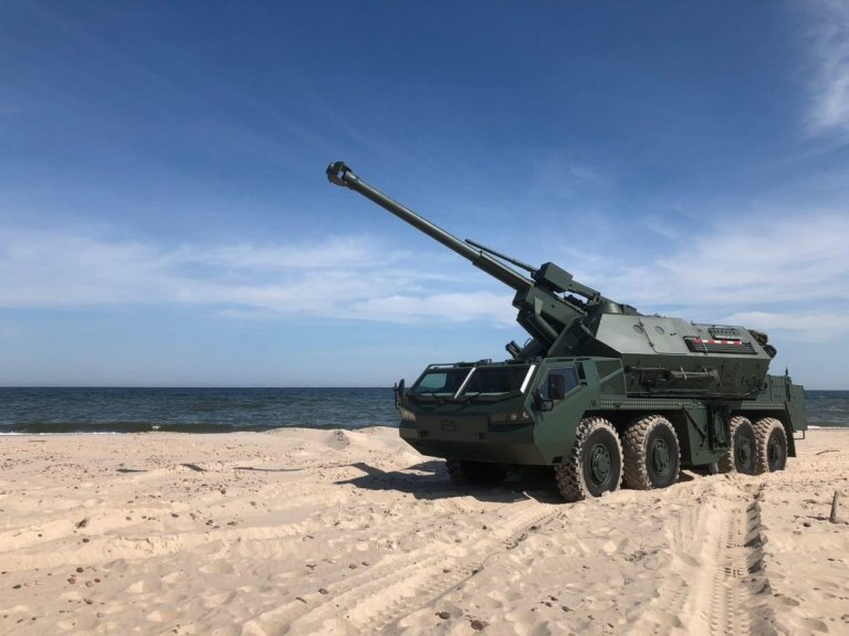 dana-m2-self-propelled-howitzers.jpeg