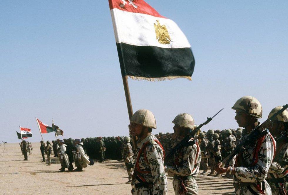 egyptian-troops-stand-ready-review-king-fahd-saudi-arabia-th.jpg