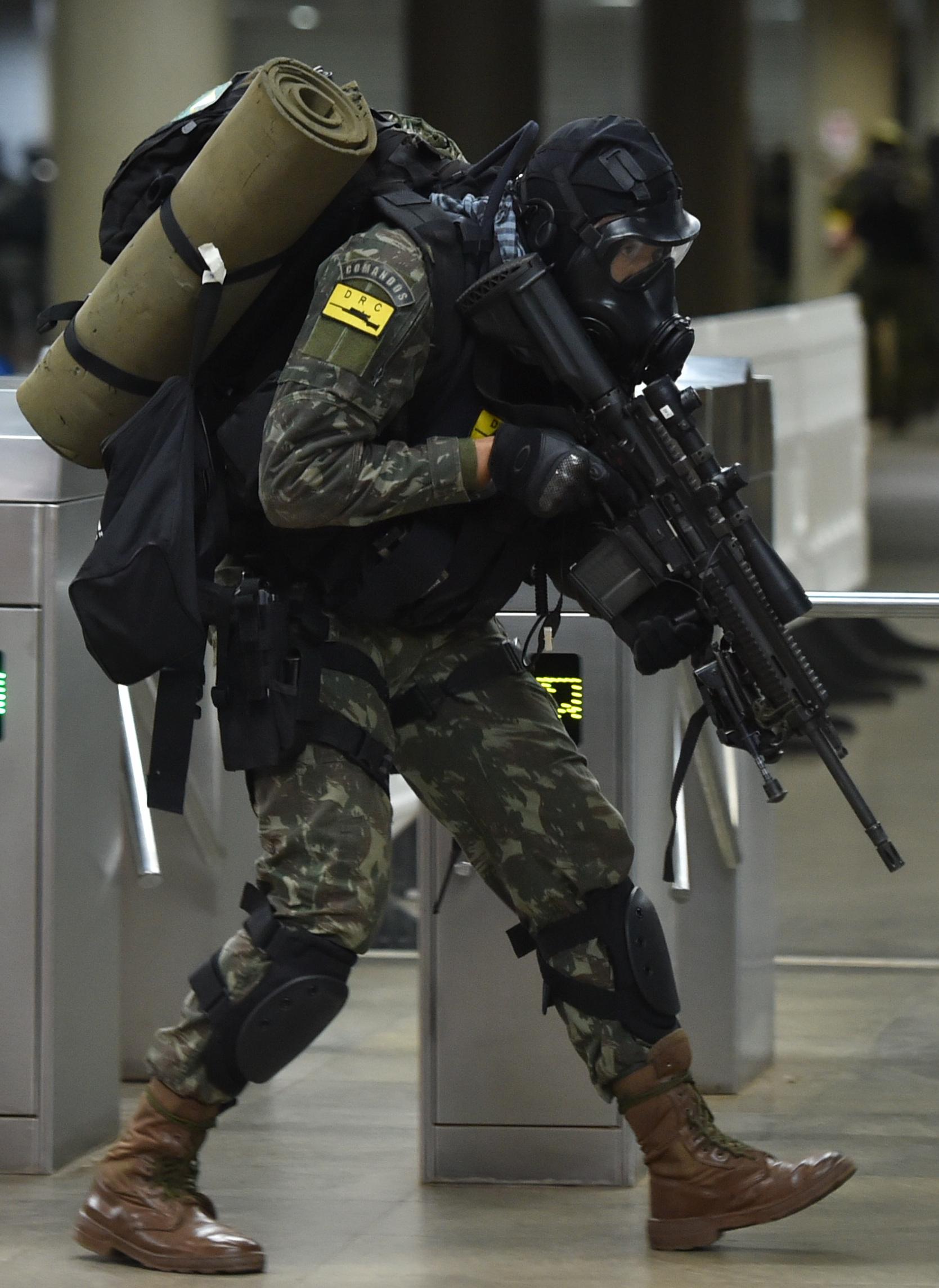 Estação_Central_do_Metrô_tem_simulação_antiterrorismo_para_a_Olimpíada_(28516390702)_(cropped).jpg