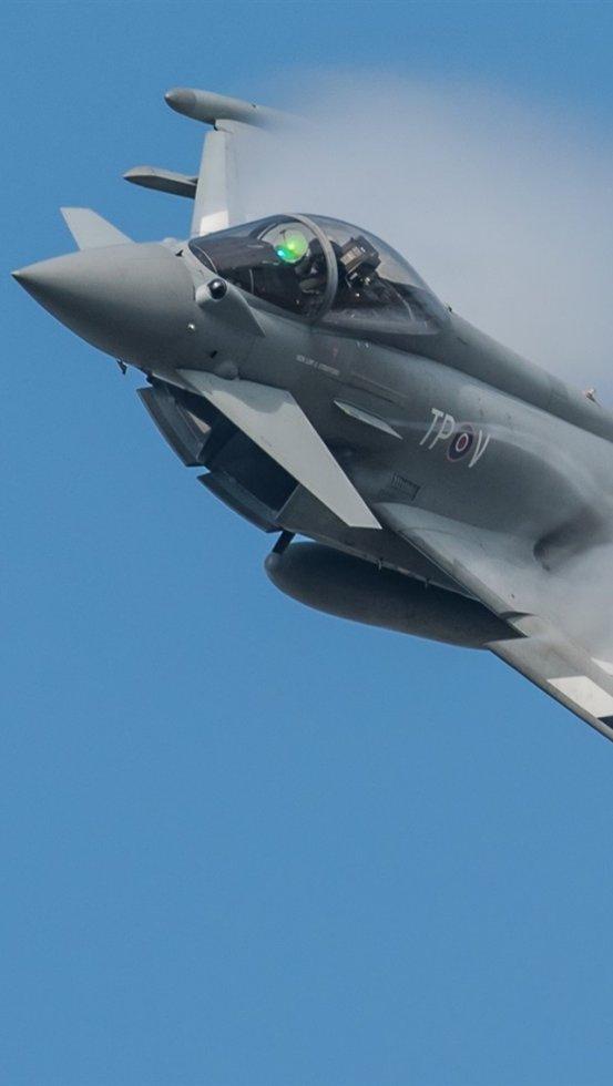 Eurofighter-Typhoon-multipurpose-fighter-smoke_iphone_640x1136.jpg